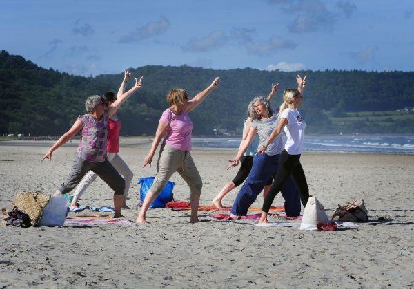 Yoga sur la grève